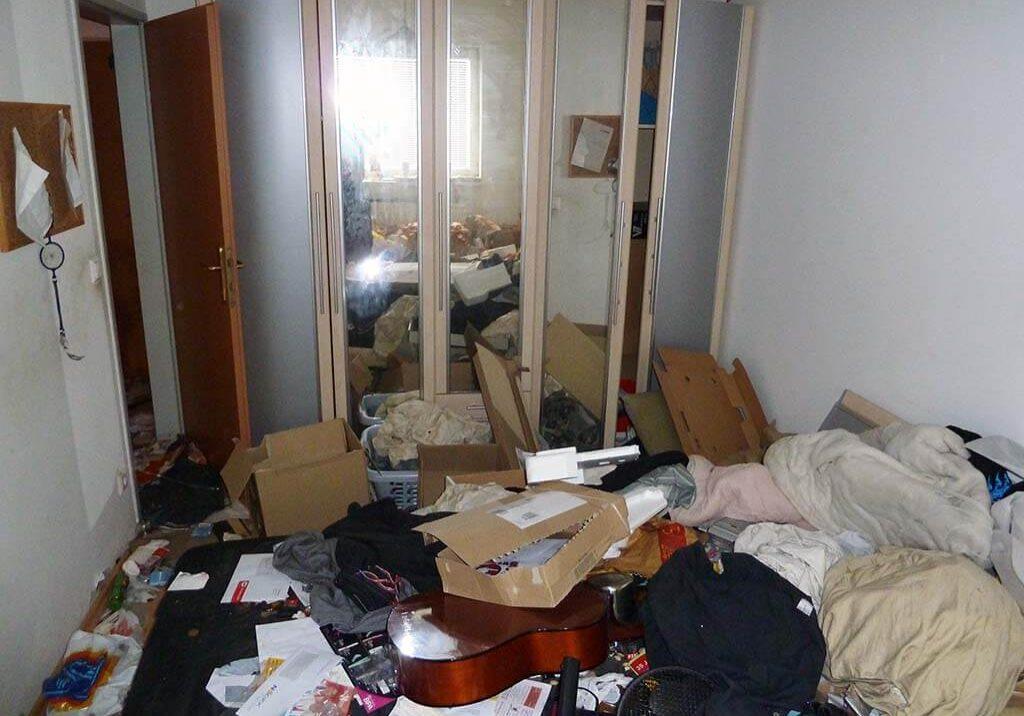 Messi Wohnung raeumen Schlafzimmer