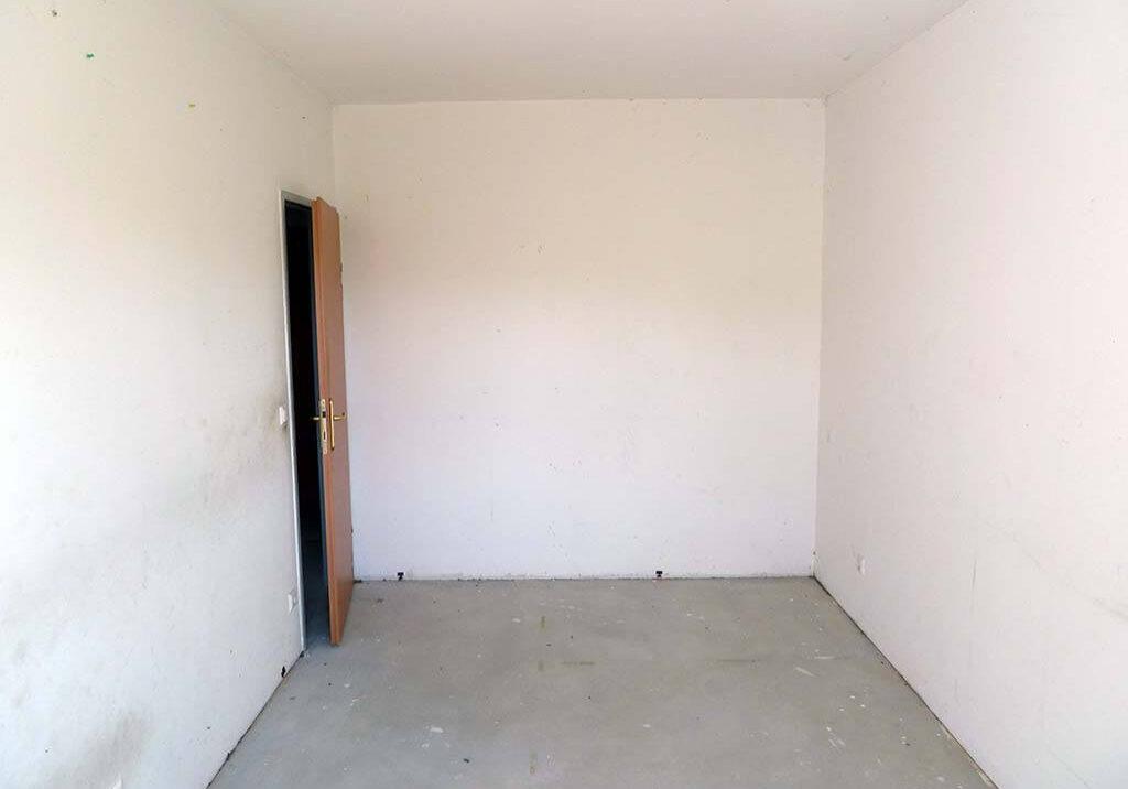 Messi Wohnung raeumen Schlafzimmer leer