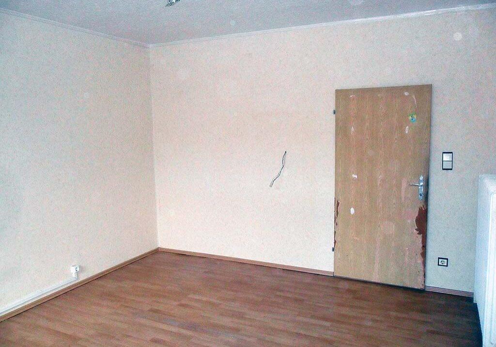 Wohnung entruempeln Wien Schrank Regal Couch leer