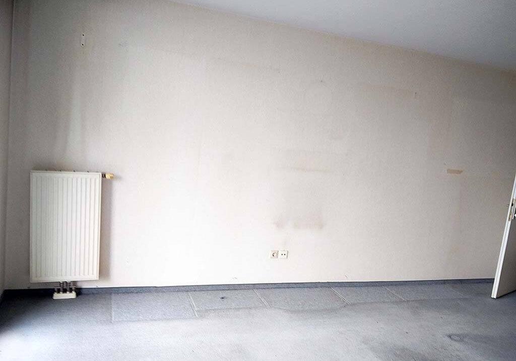 Wohnung entruempeln Wien Schrankwand leer